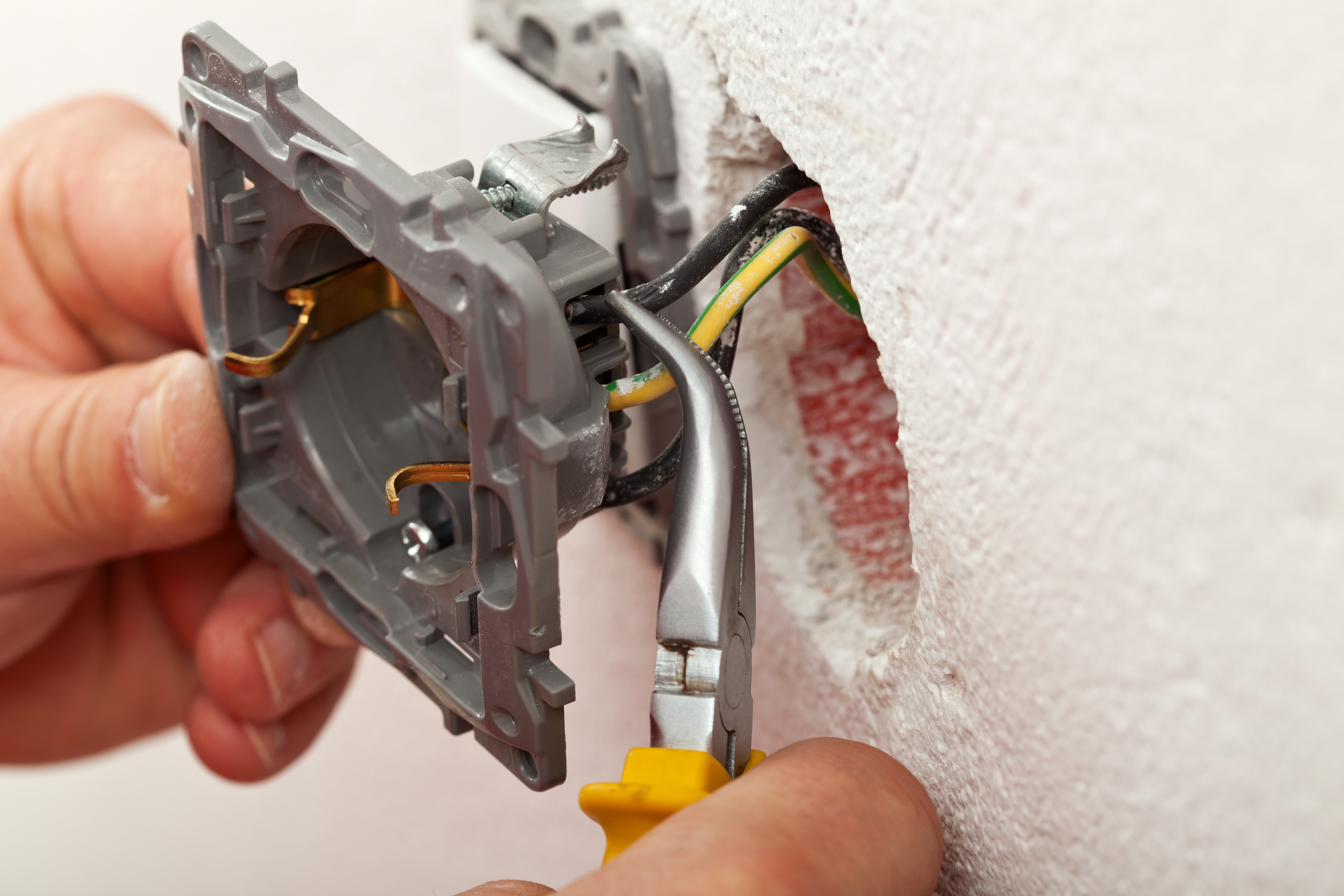 New Homeowners Guide To Inspect Outlets Breakers Electrical Outlet Wiring